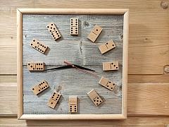 Vyrobte si originální dřevěné hodiny s dominem