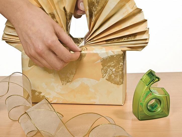 Lepicí proužky, pásky a háčky, které dodají vašemu bydlení styl