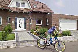 Zajistěte si snadný vjezd na pozemek pomocí garážových vrat a brány
