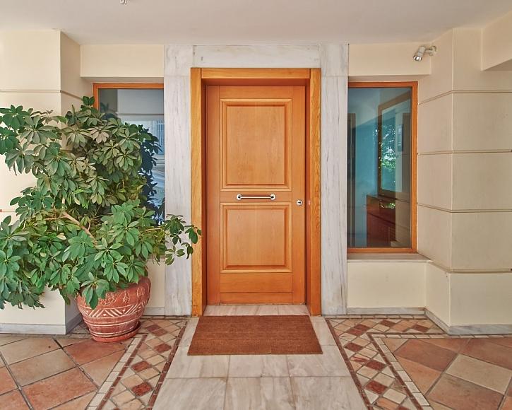 Renovaci nátěru dveří zvládnete v pohodlí domova