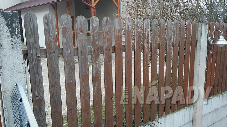 Výměna starých plotových planěk za plastové  2
