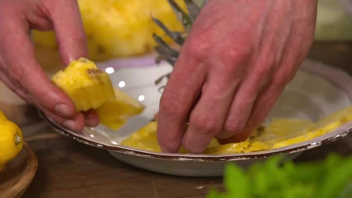 Servírování ananasu