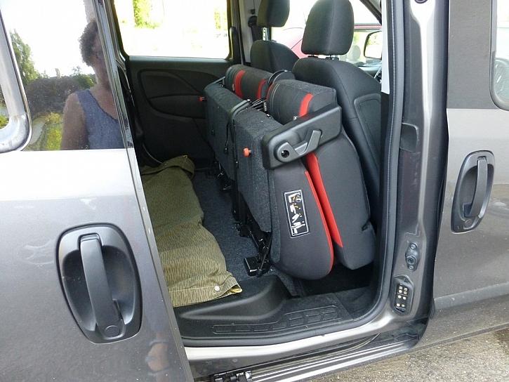 Sklápění sedaček a pořádný kufr