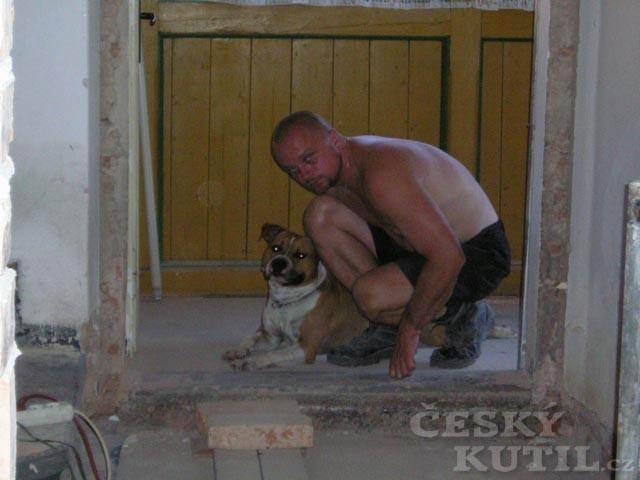 Rekonstruuje celá rodina i pes