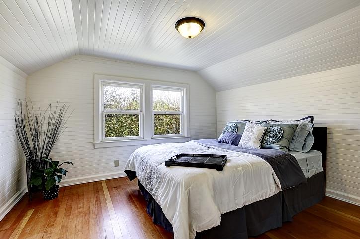 Dřevem obložený strop a stěny