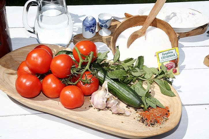 Suroviny na salát a sirup