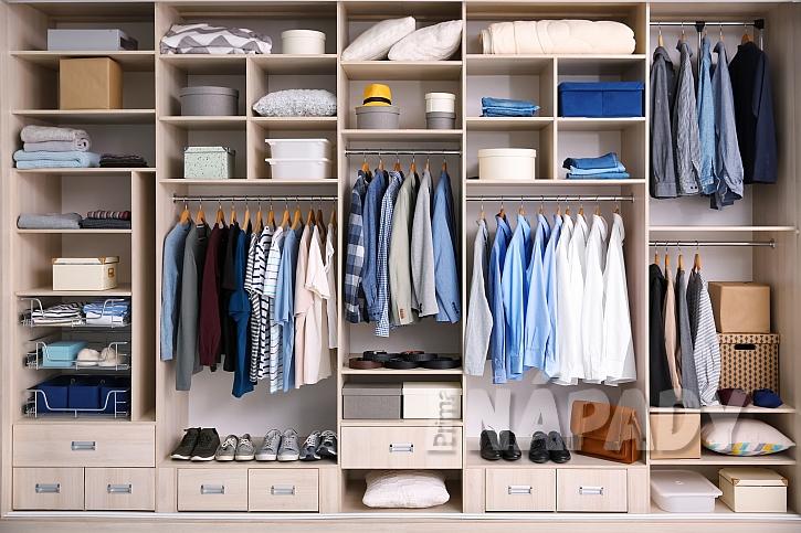 Řez interiérem vestavěné skříně-1
