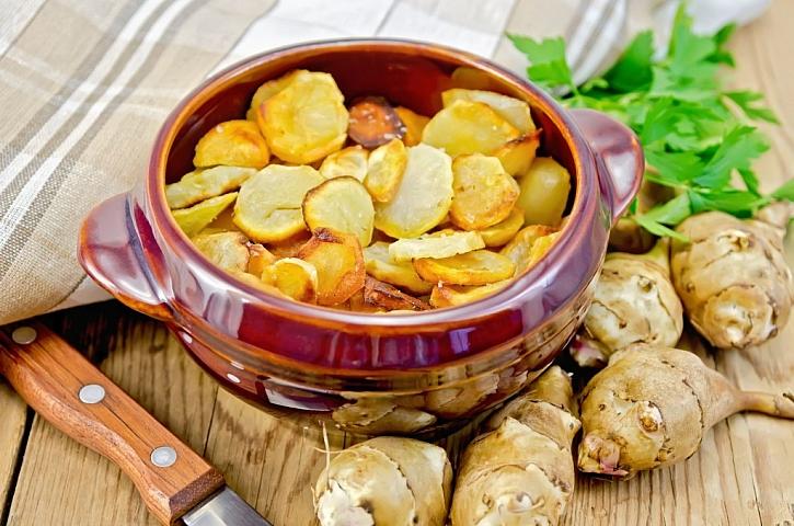 Zapečené topinambury jsou podobné bramborám