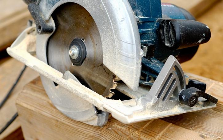 Masivní kryt kotouče a základna z odlitku hliníku, to je jeden z prvků kvalitního výrobku.