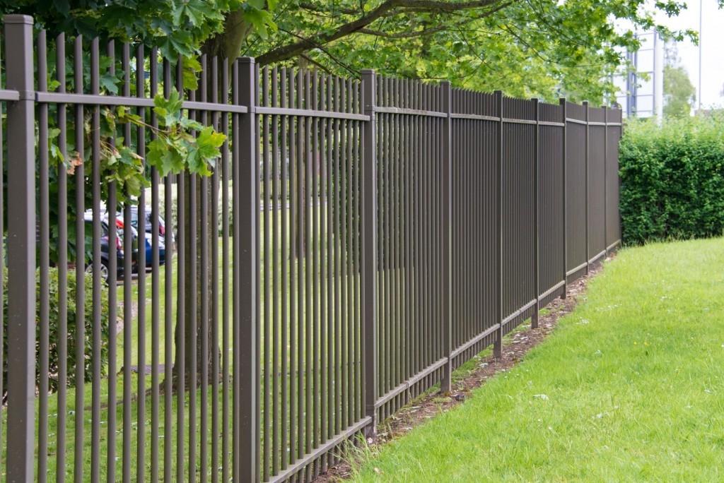 Stavbu kovového plotu už není nutné ohlašovat na stavebním úřadě