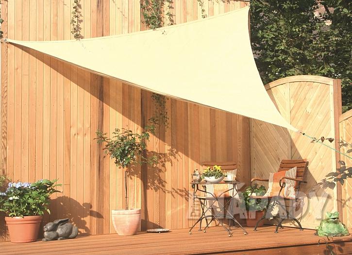 Jak zajistit na terase nebo balkóně stín? (Zdroj: Hornbach)