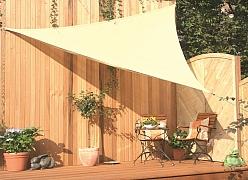 Jak zajistit na terase nebo balkóně stín?