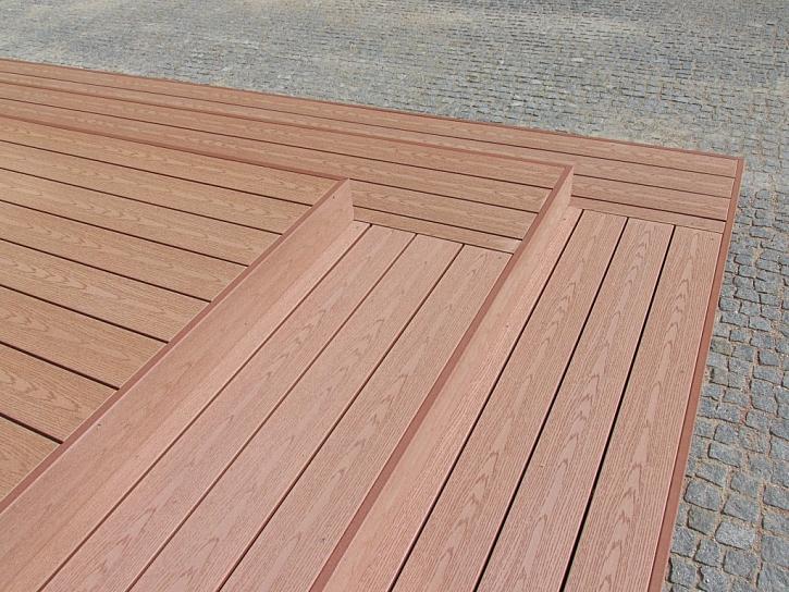WPC dovolí vytvářet i náročnější tvary terasy