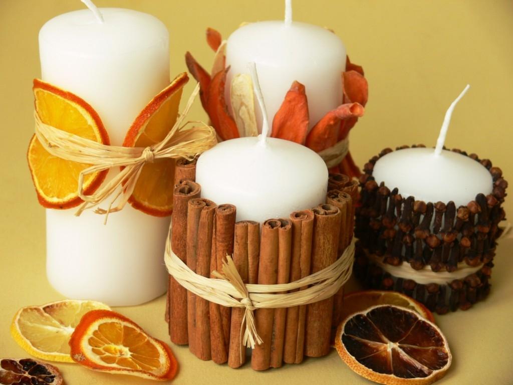 Svíčky s kořením, citrusy a zeleninou