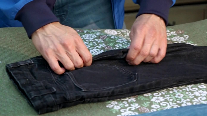 Jak vychytaně skládat kalhoty
