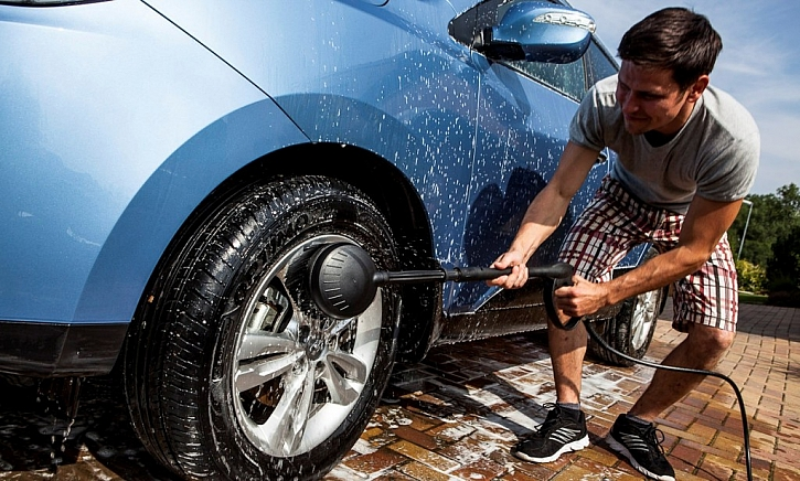 Dokonalou očistu můžete doma snadno dopřát i svému autu.