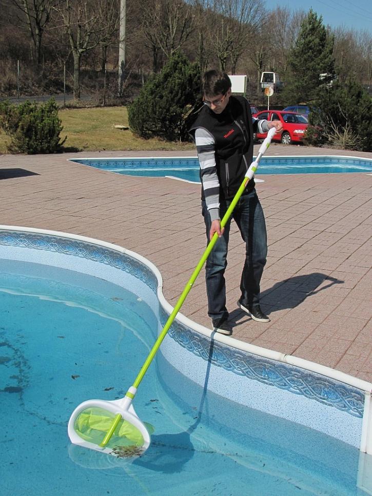 Vyčistěte bazén a upravte vodu