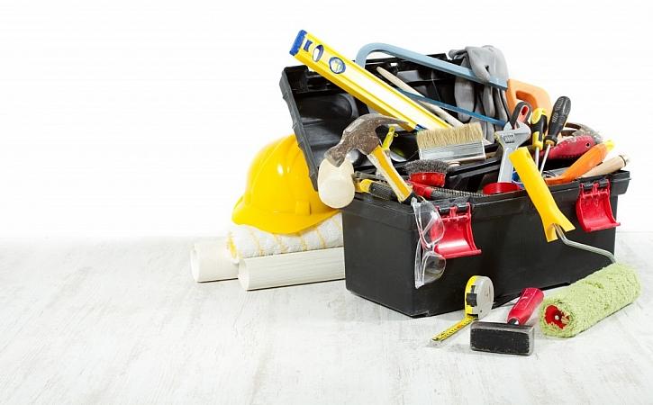 Do praktického kufru se vejde spousta nářadí i materiálu