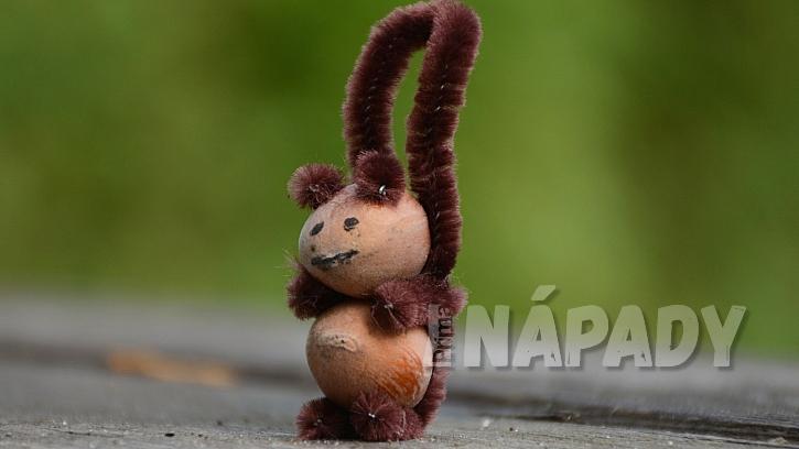 Veverky z lískových oříšků: veverce udělejte uši a namalujte obličej