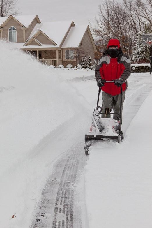I práce se sněžnou frézou vyžaduje bezpečnostní opatření