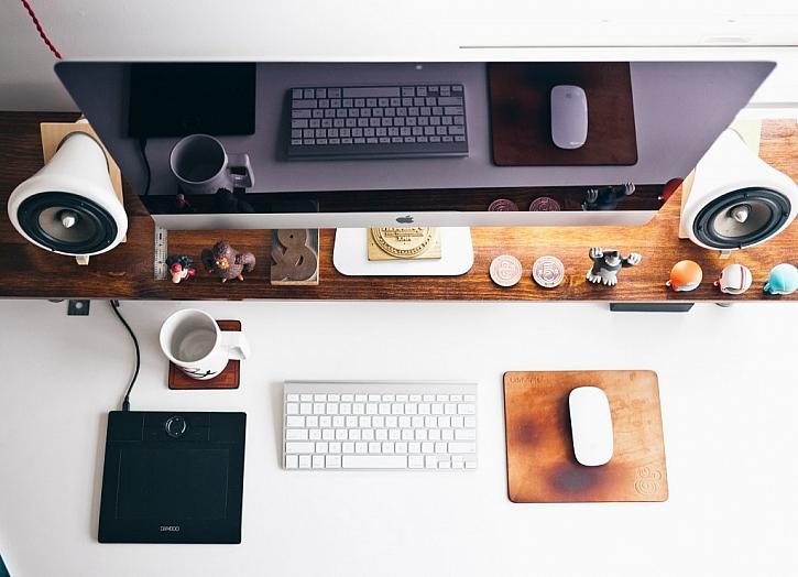 Zdravá práce začíná kvalitní pracovnou. Víte, jak si ji správně vybavit?