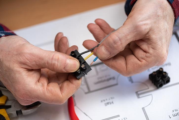 Šroubování kabelů