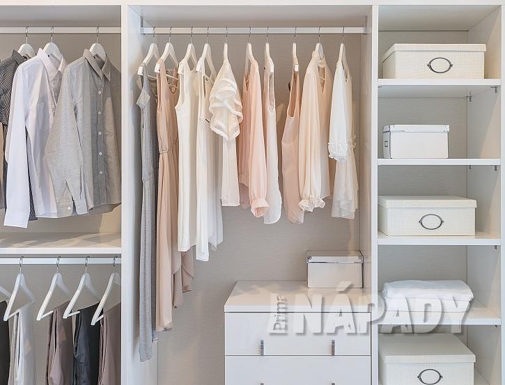 Tyče na zavěšení oblečení ve skříni-1