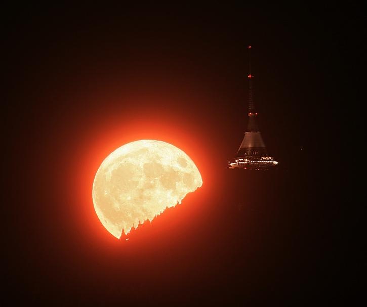 DSLR dalekohled Mesic Jested_Martin Gembec
