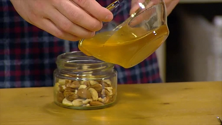 Ořechy a med