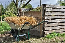 Kompost patří na každou zahradu