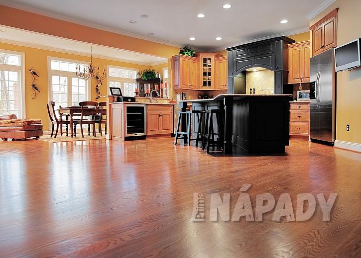 Kuchyně s laminátovou podlahou