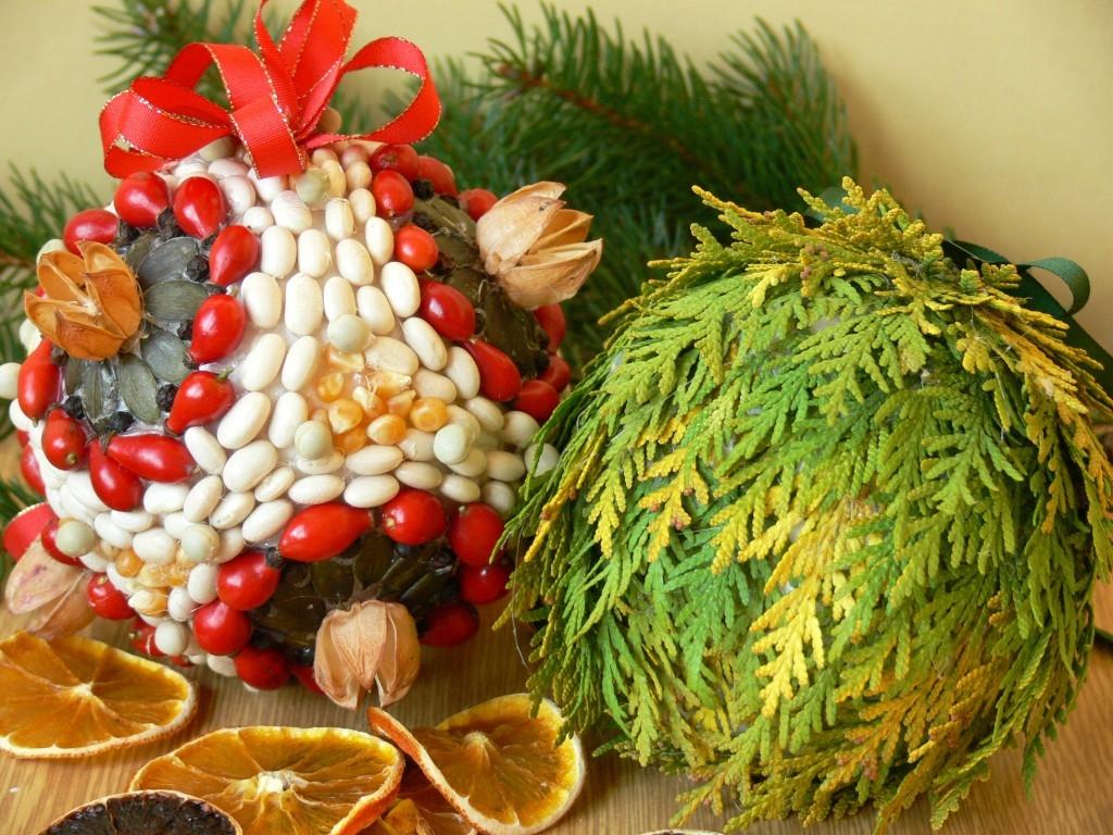 Koule s tújemi, semínky a kořením