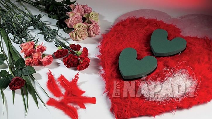 Materiál na výrobu valentýnského srdce z růží