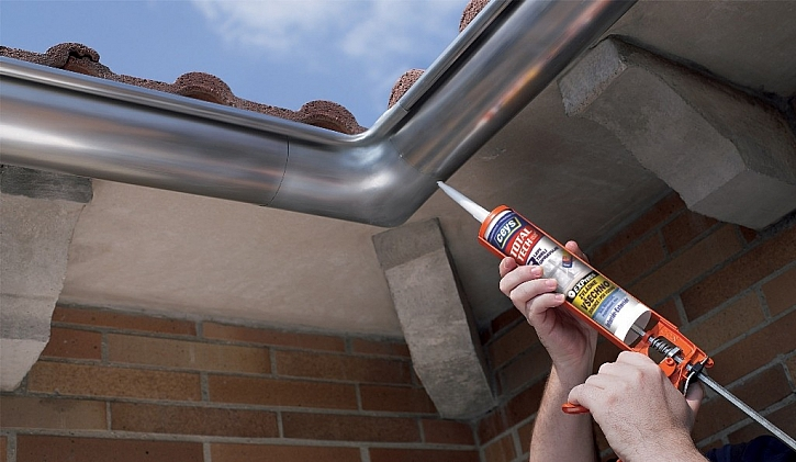 Okapové žlaby potřebují pružné spoje aby odolaly teplotám vysokým i nízkým