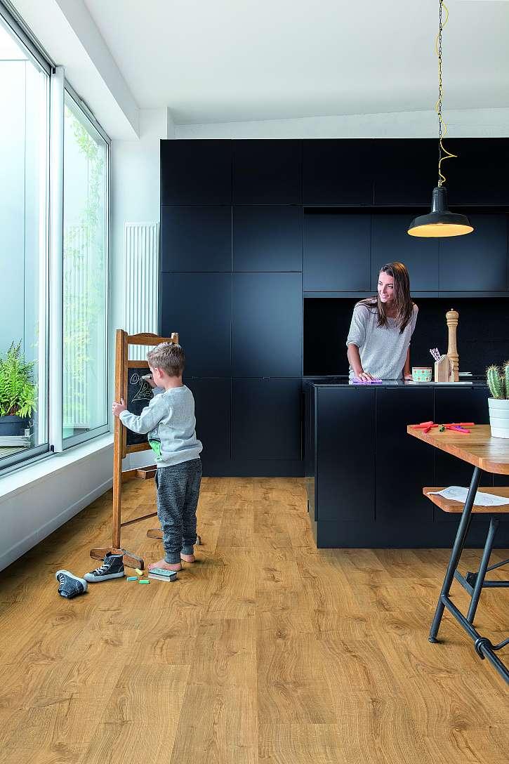 Vinylová podlaha v místnosti s dítětem
