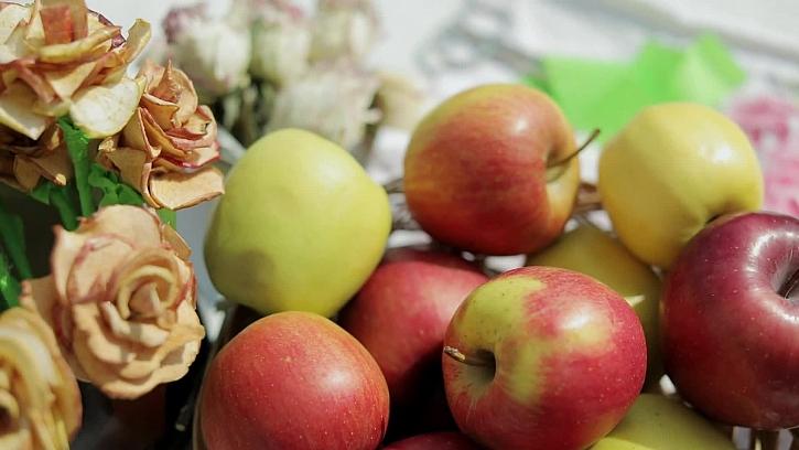 Výroba kytice jablkových růží