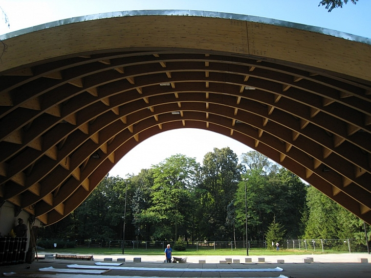 Sádrovláknité desky fermacell v zázemí dřevostavby přírodního amfiteátru