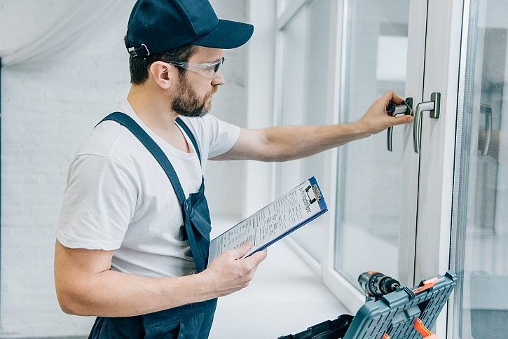 Nepodceňujte servisní intervaly oken zadané v online stavebním deníku!