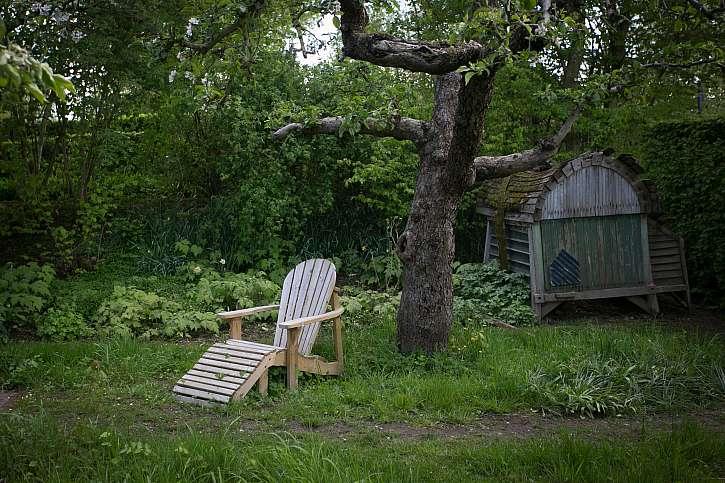 Dřevěné venkovní lehátko