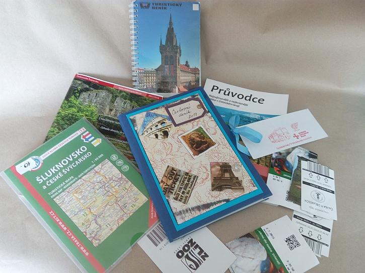 Na cestách po vlastech českých i do zahraničí užijete cestovní deník (Zdroj: Adriana Dosedělová)