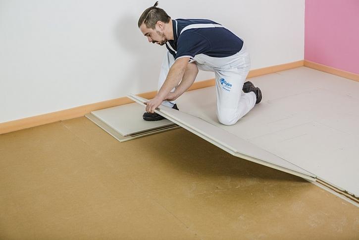 I když vypadají křehce, jsou desky pro suchou výstavbu podlah velmi odolné (foto: Rigips)