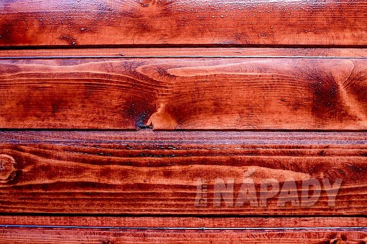 Textura naolejovaného mahagonového dřeva