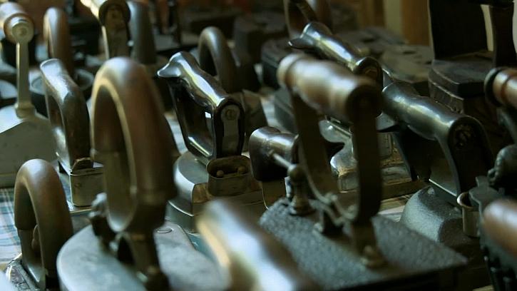 Staré kovové žehličky