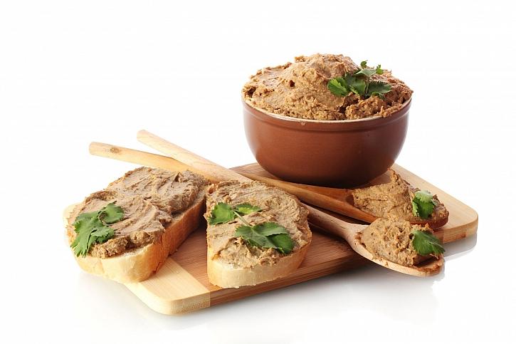 Vyrobte si úžasné pochoutky z vepřového masa, třeba domácí paštiku (Zdroj: Depositphotos)
