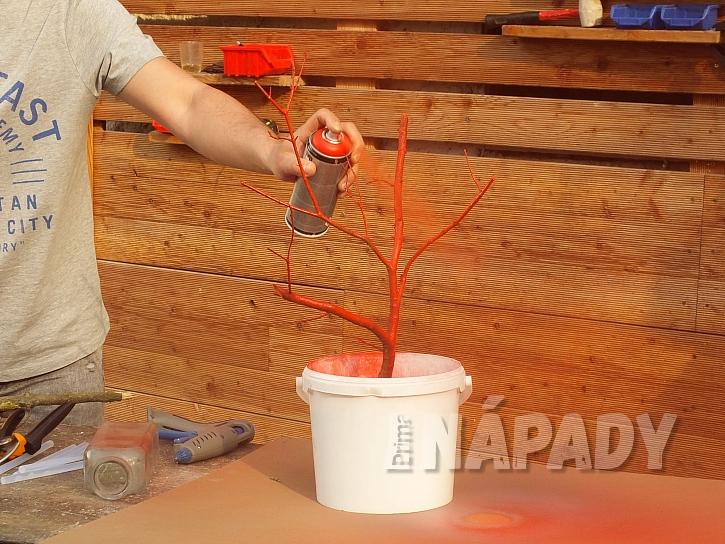 stříkání větviček barvou