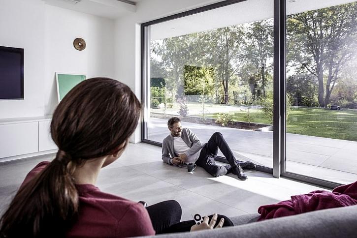 Propojte obývací pokoj s exteriérem - Velkoformátové posuvné dveře si budete užívat