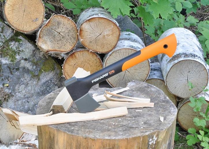 Příprava dřeva doma i na chalupě bude hračkou se sekerou Fiskars