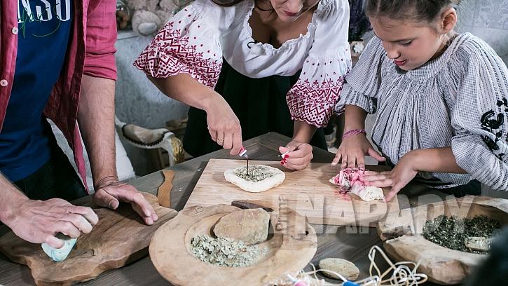 Domácí výroba modelíny: hmotu obarvíme a ovoníme
