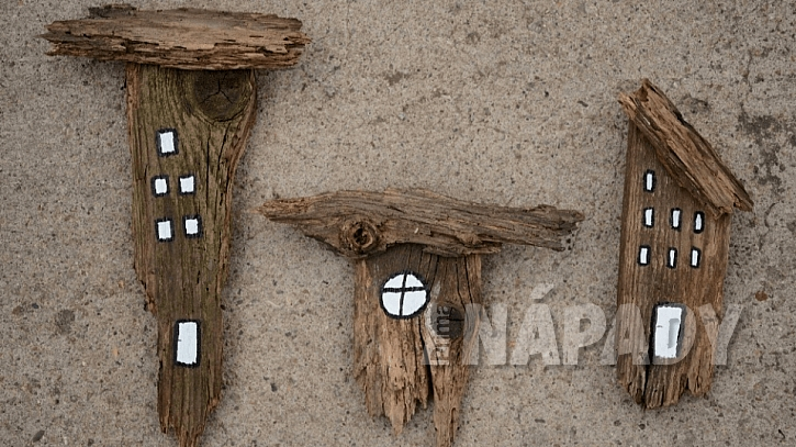 Domečky ze starého dřeva: černou barvou vytvořte rámy oken