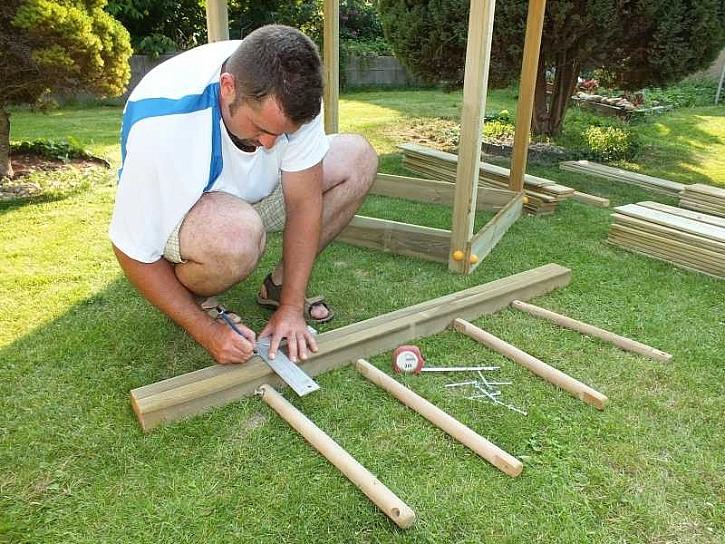 Upevnění podlážky a výroba žebříku